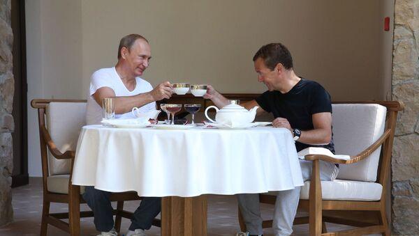 Władimir Putin i Dmitrij Miedwiediew - Sputnik Polska