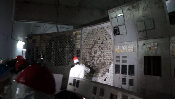 Do zniszczonego wybuchem czwartego bloku energetycznego Czarnobylskiej Elektrownii Atomowej wpuszczono dziennikarzy - Sputnik Polska