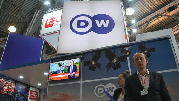 """Stoisko stacji telewizyjnej Deutsche Welle na 21. międzynarodowej wystawie CSTB Telecom & Media 2019 w centrum wystawowym """"Krokus Expo"""" w Moskwie - Sputnik Polska"""