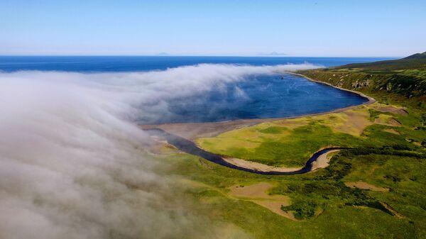 Zatoka Nowokurylska na wyspie Urup (wyspa południowej grupy Wielkiego Grzbietu Wysp Kurylskich) - Sputnik Polska