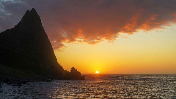 Zachód słońca na półwyspie Wasin na wyspie Urup (wyspa południowej grupy Wielkiego Grzbietu Wysp Kurylskich) - Sputnik Polska