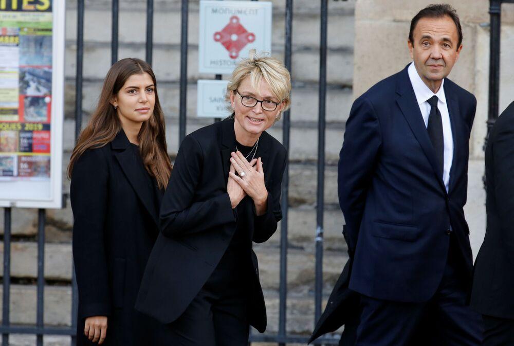 Claude Chirac, córka byłego prezydenta Francji Jacquesa Chiraca, przybywa do kościoła Saint-Sulpice na ceremonię pogrzebową