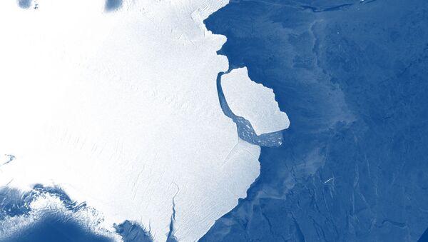 Gigantyczna góra lodowa na Antarktydzie - Sputnik Polska