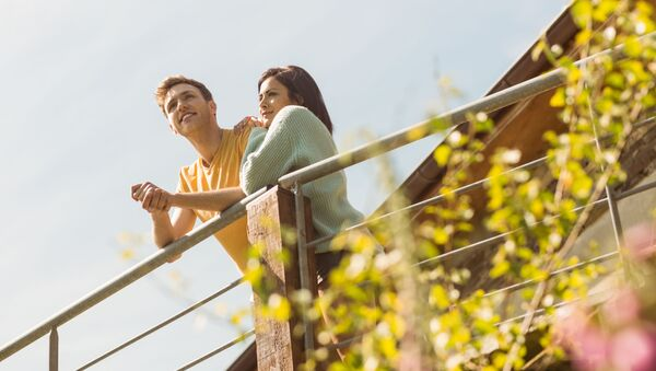 Młoda para na balkonie - Sputnik Polska