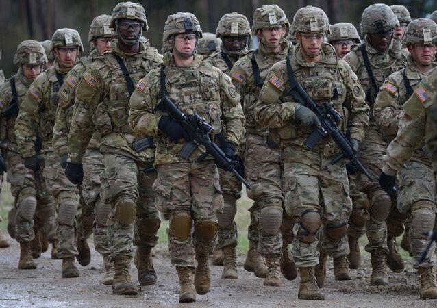 Żołnierze wielonarodowego batalionu NATO  w Orzyszu