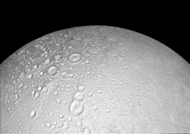 Enceladus - satelita Saturna
