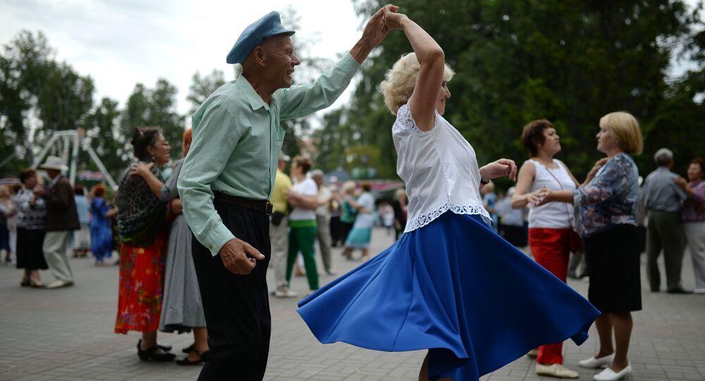 Starsi ludzie też tańczą