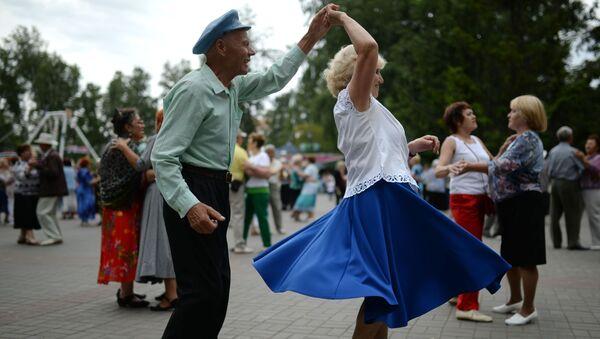 Starsi ludzie też tańczą - Sputnik Polska