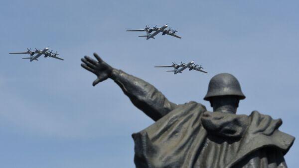 Bombowce strategiczne Tu-95MS na próbie powietrznej części parady zwycięstwa w Moskwie - Sputnik Polska