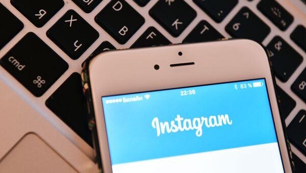 Strona sieci społecznościowej Instagram na ekranie smartfona - Sputnik Polska