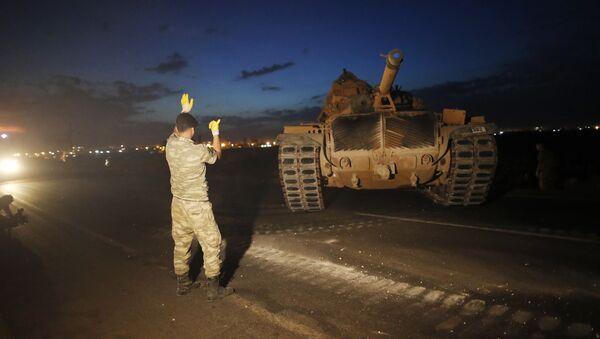 Wyładunek tureckiego czołgu na granicy między Turcją i Syrią, w prowincji Sanliurfa, na południowym wschodzie Turcji - Sputnik Polska