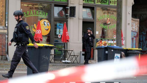 Policjanci na miejscu strzelaniny w niemieckim Halle - Sputnik Polska