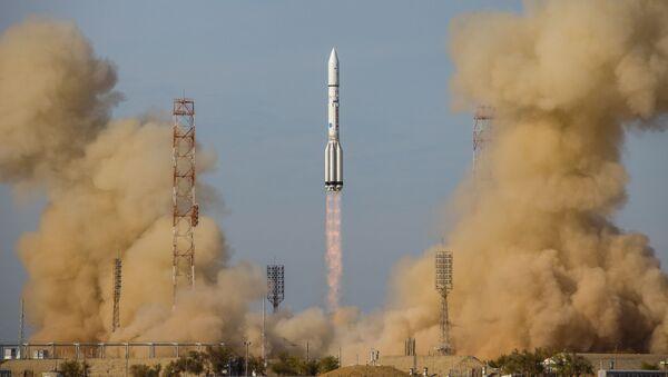 """Start rakiety nośnej """"Proton-M"""" z blokiem napędowym """"Briz-M"""" i satelitami Eutelsat 5 West B i Mission Extension Vehicle-1 - Sputnik Polska"""
