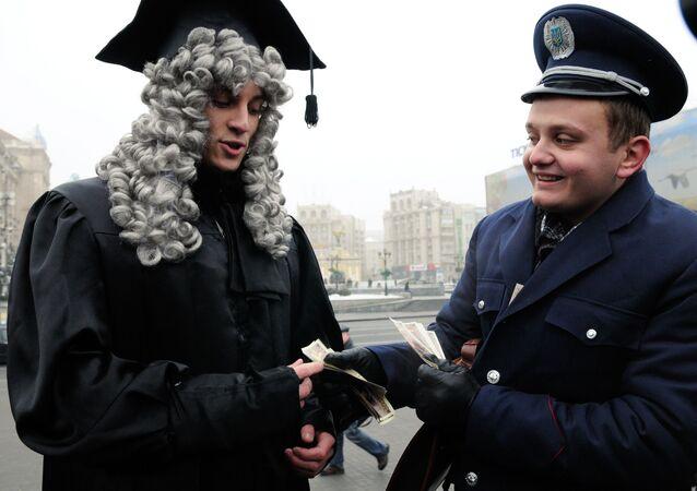 Uliczna akcja Bezłapówkowa hrywna w Kojowie