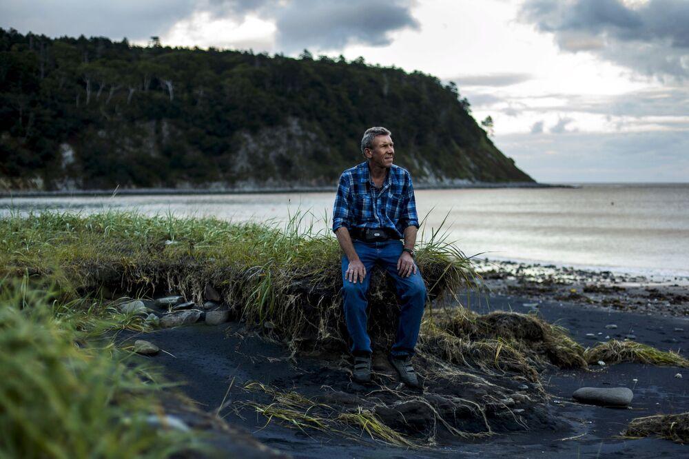 Dyrektor Kurilskiego parku narodowego Aleksandr Kislejko na wyspie Kunaszyr