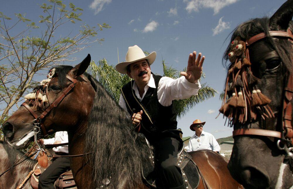 Prezydent Hondurasu Manuel Zelaya podczas tradycyjnej parady jeździeckiej w Palmares