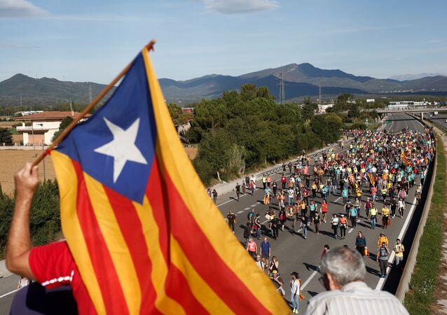 Tysiące protestujących rozpoczęło marsz na Barcelonę