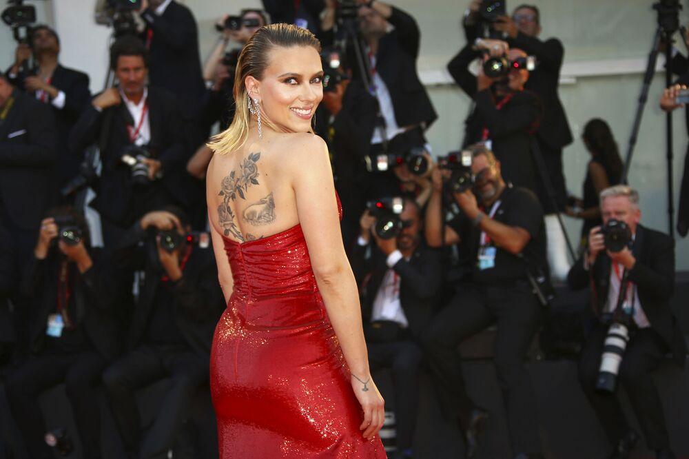 Amerykańska aktorka Scarlett Johansson na premierze filmu Marriage Story w Wenecji