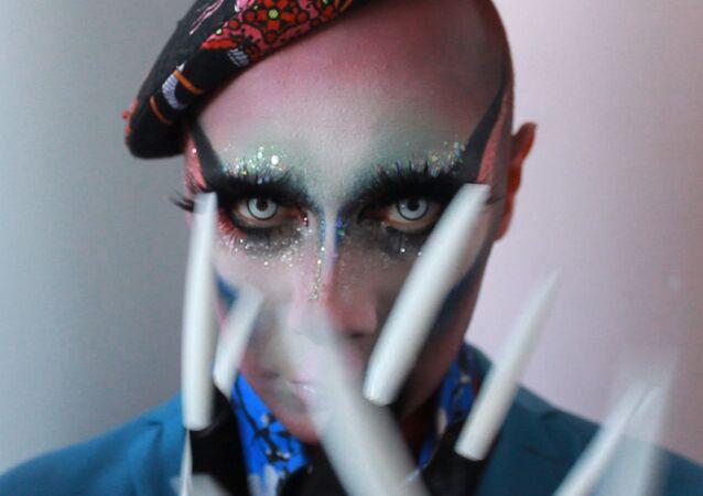 Rosyjska drag queen Lorina Rey.