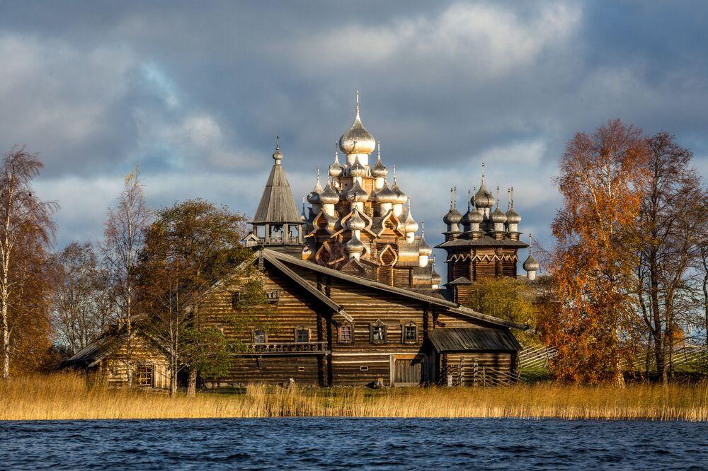 Świątynia na terenie Państwowego Muzeum Historyczno-Architektonicznego w Kiży, Karelia