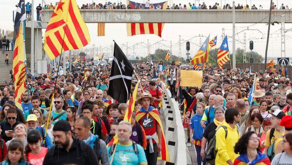 Uczestnicy strajku generalnego w Katalonii - Sputnik Polska