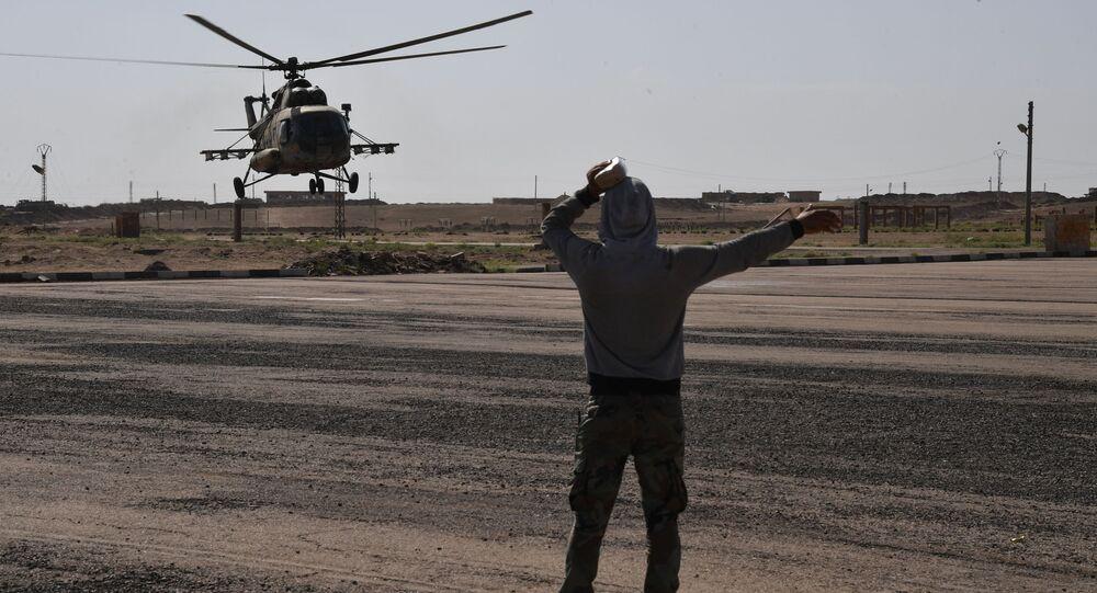 Śmigłowiec Mi-8 na lotnisku Dajr az-Zaur