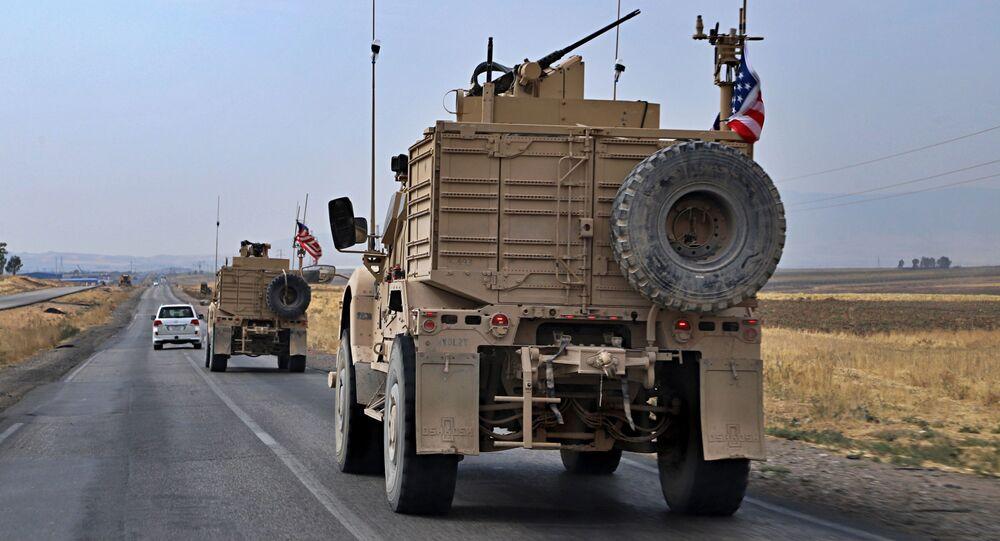Amerykańscy wojskowi w pobliżu irackiego miasta Dahuk