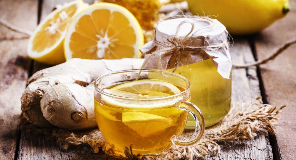 Czarna herbata z miodem, imbirem i cytryną
