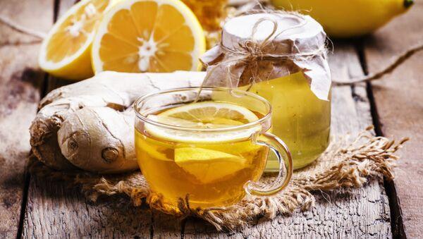 Czarna herbata z miodem, imbirem i cytryną - Sputnik Polska