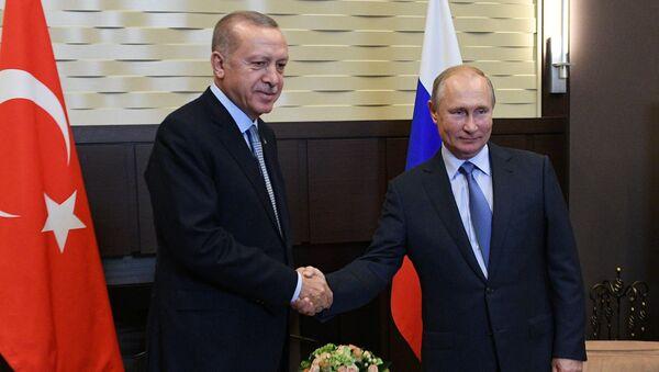 Prezydent Rosji Władimir Putin i prezydent Turcji Recep Tayyip Erdogan w czasie spotkania w Soczi - Sputnik Polska