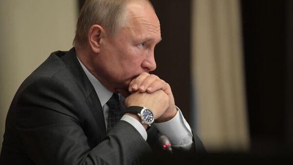 Prezydent Rosji Władimir Putin na naradzie poświęconej kwestiom likwidacji konsekwencji powodzi - Sputnik Polska