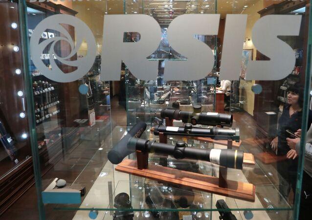 Sprzedaż broni w jednym ze sklepów ORSIS