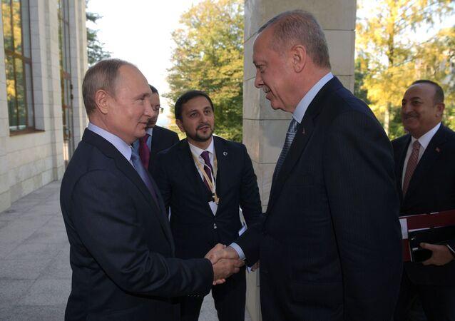 Prezydent Rosji Władimir Putin i prezydent Turcji Recep Tayyip Erdogan spotkali się w Soczi, by porozmawiać o sytuacji w Syrii