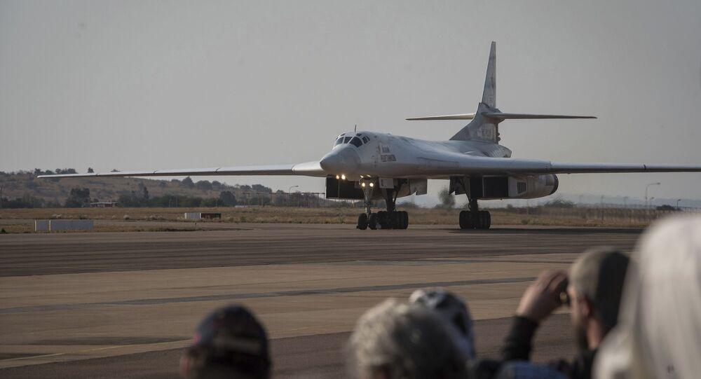 Jeden z dwóch rosyjskich bombowców Tu-160 w bazie lotniczej Waterkloof w RPA