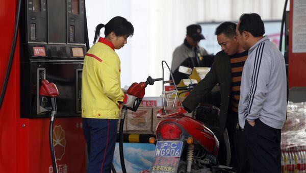 Stacja paliw PetroChina w Szanghaju. - Sputnik Polska