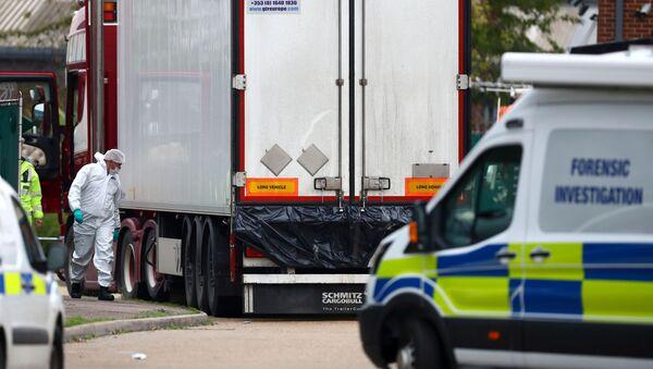 Makabryczne odkrycie w Essex. Ciężarówka z 39 ciałami, 23 października 2019 roku - Sputnik Polska