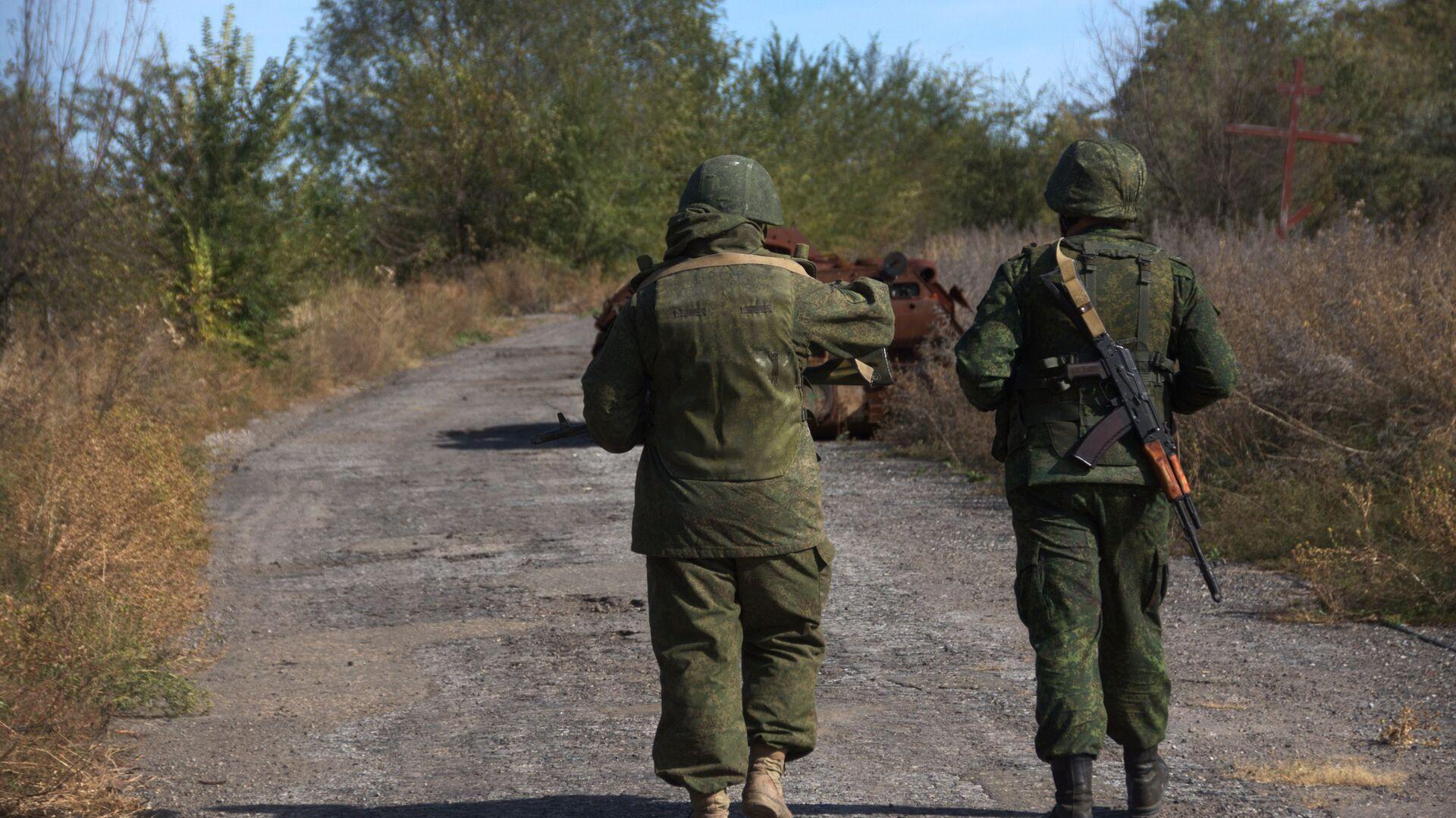 Żołnierze ŁRL we wsi Sokolniki na linii kontaktowej w obwodzie ługańskim - Sputnik Polska, 1920, 23.05.2021