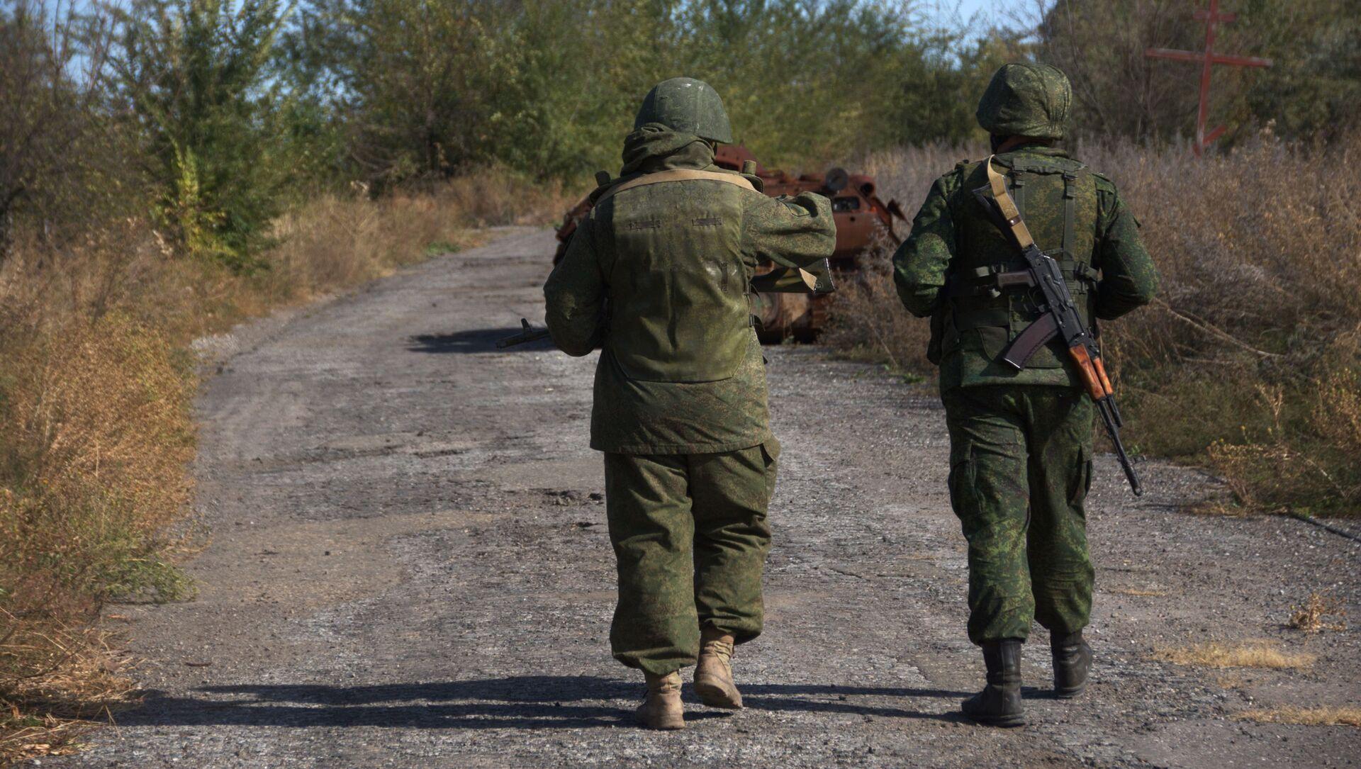 Żołnierze ŁRL we wsi Sokolniki na linii kontaktowej w obwodzie ługańskim - Sputnik Polska, 1920, 03.06.2021