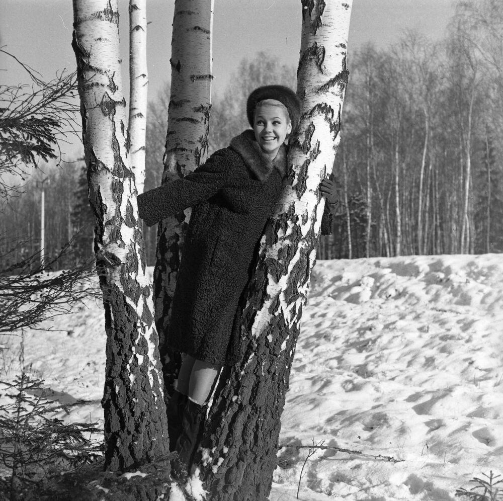 Kolekcja rosyjskich futer 1965 roku: futro z owcy z kołnierzem z norki
