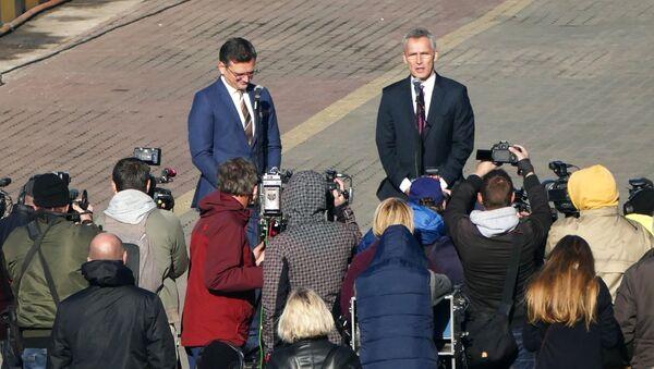 Sekretarz Generalny NATO Jens Stoltenberg w pirsie w Odessie - Sputnik Polska