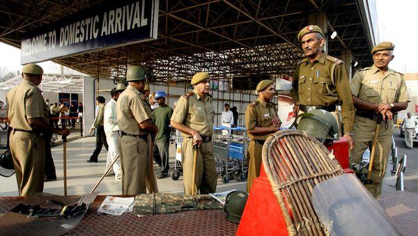 Policja na międzynarodowym lotnisku im. Indiry Gandhi w Delhi, Indie - Sputnik Polska