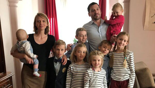 Fabrice Sorlin i jego rodzina - Sputnik Polska