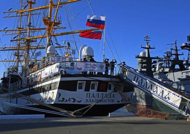 """Fregata """"Pallada"""" wyruszyła z Władywostoku w rejs dookoła świata"""