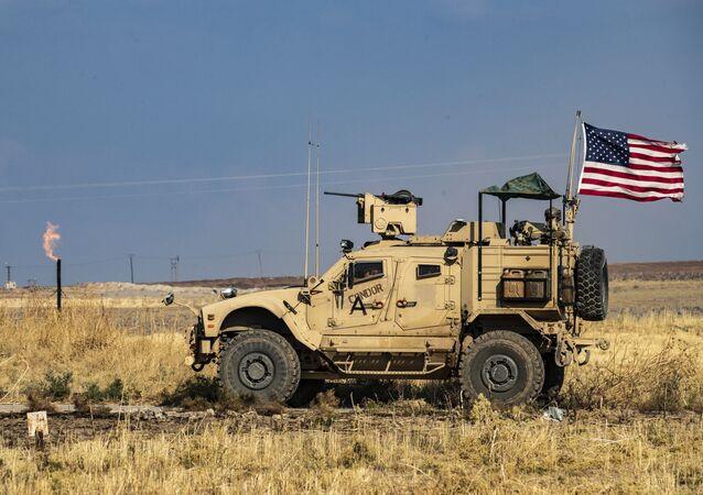 Amerykański patrol na turecko-syryjskiej granicy