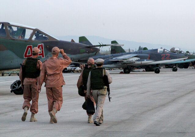 Personał techniczny na lotnisku Hmelmin w Syrii, gdzie obecnie stacjonują rosyjskie samoloty