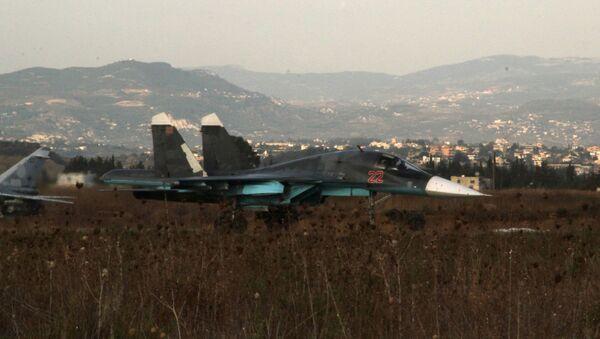 Rosyjski samolot Su-34 na lotnisku w pobliżu Latakii, Syria - Sputnik Polska
