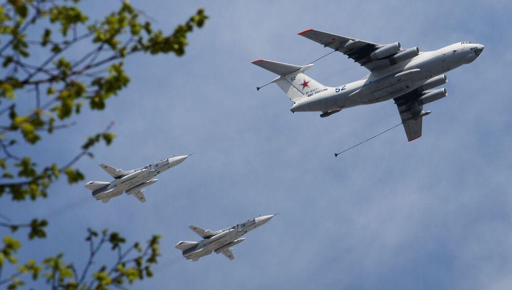 Rosyjski powietrzny tankowiec Ił-78 i dwusilnikowe samoloty bombowe Su-24