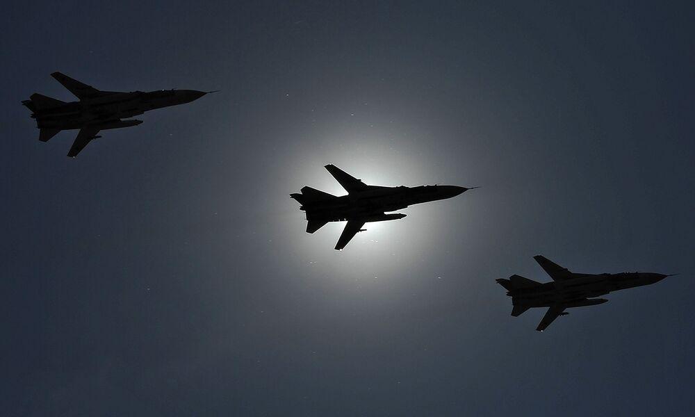 Dwusilnikowy samolot bombowy o zmiennej geometrii skrzydeł Su-24
