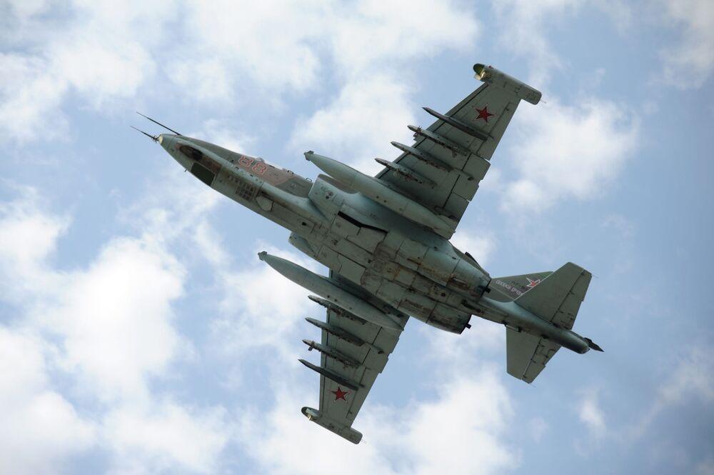 Dwusilnikowy samolot szturmowy Su-25
