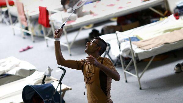 Syryjczycy grają w badmintona w obozie uchodźców w Niemczech - Sputnik Polska